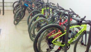 Salle de vélo et atelier